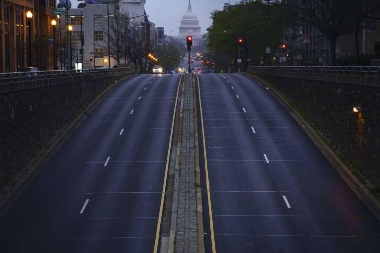 Rua vazia em Washington, sede do governo americano