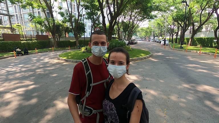Quando a pandemia começou, Larissa Chilanti e Charles Marsillac se refugiaram na Tailândia