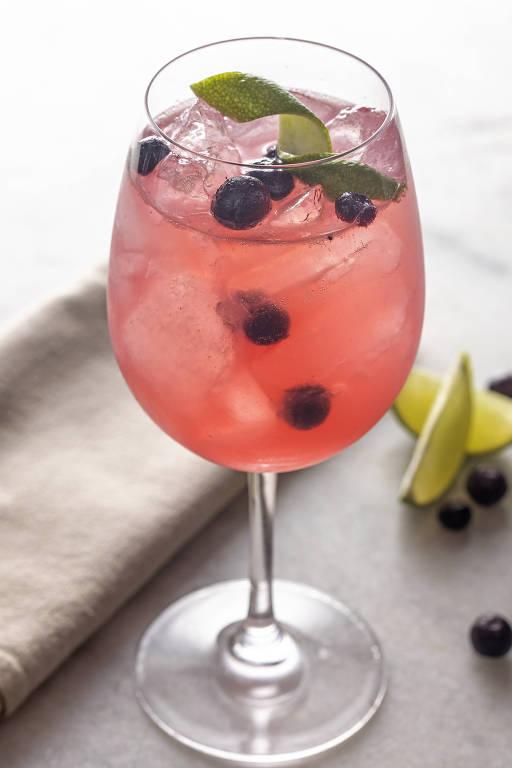 Berry's Tonic, versão de gim-tônica de Zulu, do Mixto Gastrobar e URU Mar y Parrilla