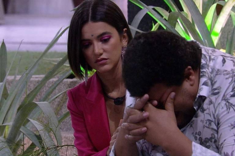 Babu chora com eliminação de Felipe Prior e é consolado por Manu Gavassi
