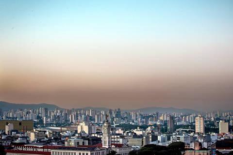 SAO PAULO, SP, BRASIL, 14-07-2017 - TEMPO SECO - A capital esta ha 30 dias sem chuva. (Foto: Ronny Santos/Folhapress, CIDADES)  ***EXCLUSIVO AGORA *** EMBARGADA PARA VEICULOS ONLINE *** UOL E FOLHA.COM CONSULTAR FOTOGRAFIA DO AGORA *** FOLHAPRESS CONSULTAR FOTOGRAFIA AGORA *** FONES 3224 2169 * 3224 3342 *** ORG XMIT: AGEN1707141852463837