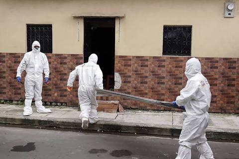 Colapso funerário no Equador leva famílias a conviverem com cadáveres por dias