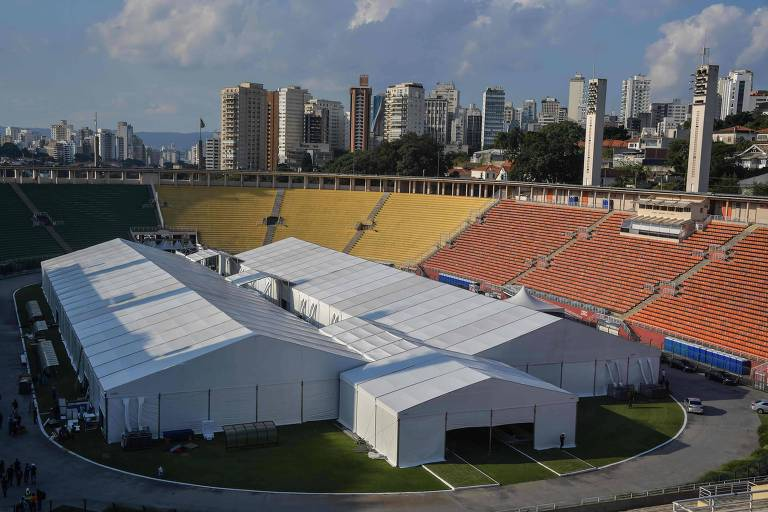 Vista a�rea do hospital de campanha constru�do no Est�dio do Pacaembu, em S�o Paulo, que foi entregue na �ltima quarta-feira (1)