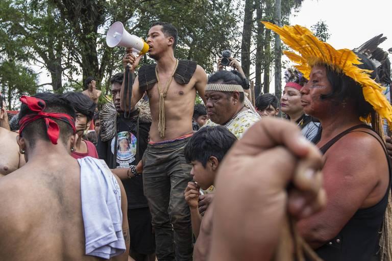 Indígenas da etnia Guarani Mbya, que vivem na Terra Indígena do Jaragua, em São Paulo
