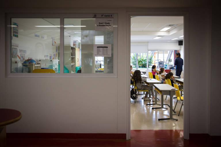 O colégio Miguel de Cervantes, no Morumbi, está servindo como creche para filhos de funcionários do hospital Albert Einstein na crise do coronavírus