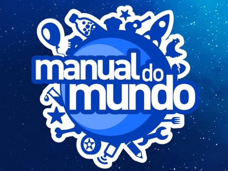 """Logo do """"Manual do mundo"""", com uma bola e vários objetos e animais no contorno, como foguetes, galinhas, garrafas, estrelas, violão"""