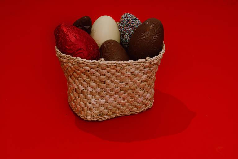 Sugestões de ovos de Páscoa incluem opções tradicionais, encontradas em grandes redes varejistas, e especiais, produzidas por confeitarias especializadas