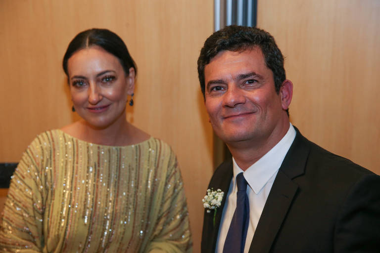 O ministro Sergio Moro e sua esposa, Rosângela Moro, durante casamento da deputada Carla Zambelli
