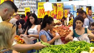 Movimento acima do normal no Supermercado