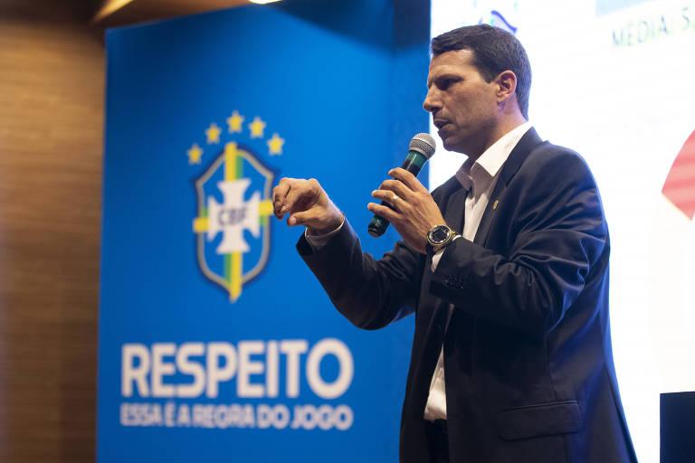 GACIBA - O fato de o craque, oficialmente eleito, ser o artilheiro do 10º colocado (Claudinho, do Bragantino) reitera que não foi um campeonato decidido dentro de campo. Ao contrário, o protagonismo escandaloso foi do apito comandado por Leonardo Gaciba