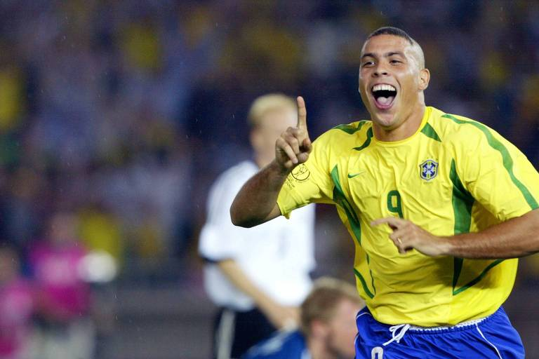 Ronaldo comemora o segundo gol do Brasil sobre a Alemanha na final da Copa do Mundo de 2002