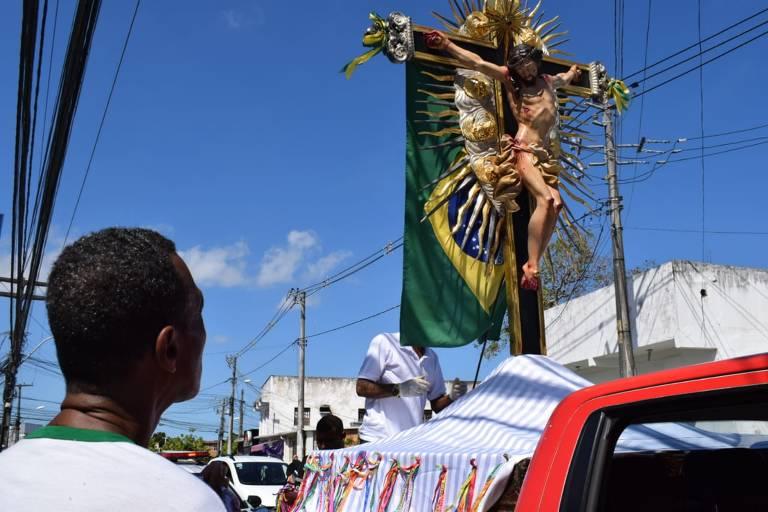 A imagem peregrina do Senhor do Bonfim percorreu as ruas e avenidas de Salvador nesta sexta-feira (3), ato de fé, é para pedir bênçãos durante combate ao coronavírus.