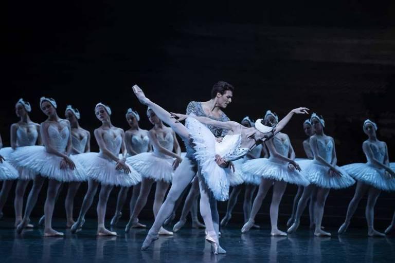 """Montagem do balé """"O Lago dos Cisnes"""" da Ópera Nacional de Paris"""