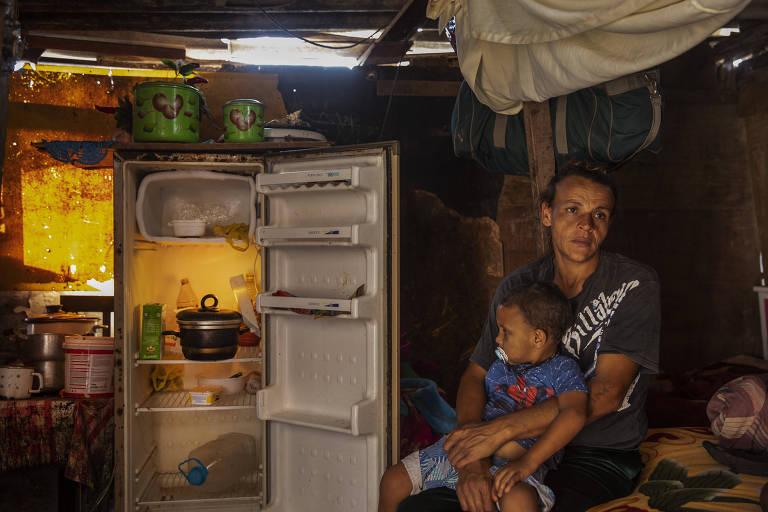 Fome se alastra na periferia e crianças comem só arroz