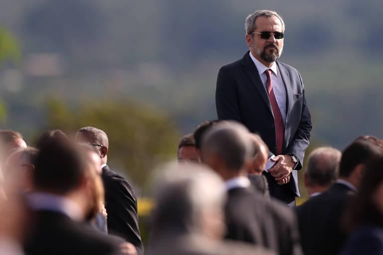 O ministro Abraham Weintraub acompanha a cerimônia no Palácio da Alvorada, em Brasília