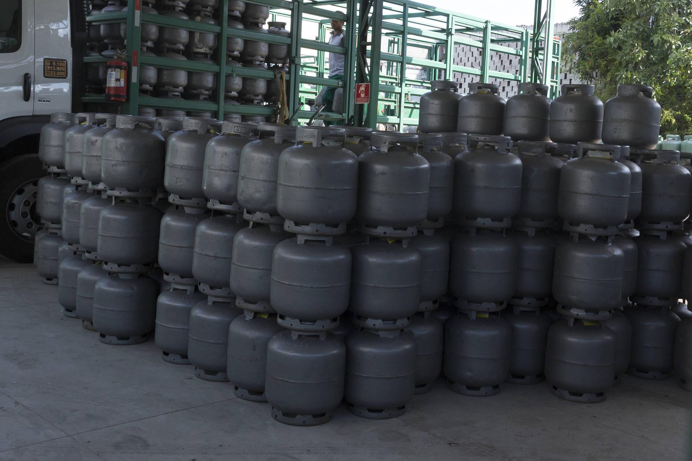 Governo de SP paga segunda parcela do vale gás; veja como sacar