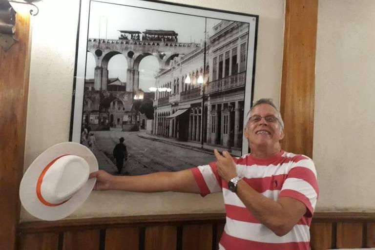 O economista Edgar dos Santos, 66, morreu após ser infectado pelo novo coronavírus e desenvolver pneumonia