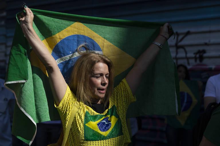 Bolsonaristas protestam contra medidas de isolamento e contra o governador João Doria na avenida Paulista