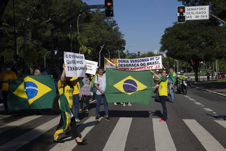 Bolsonaristas protestam contra medidas de isolamento e contra o governador João Doria