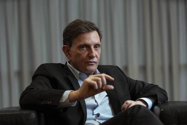 O prefeito do Rio de Janeiro, Marcelo Crivella, em seu gabinete durante entrevista à Folha
