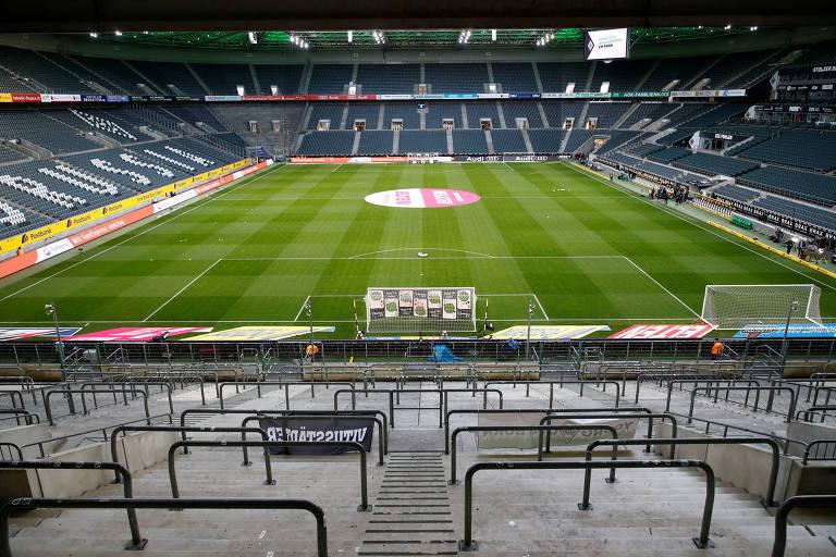 Borussia-Park, vazio para a partida entre Borussia Moenchengladbach e Colonia, disputada com portões fechados na Alemanha