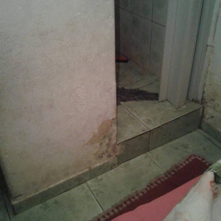 Antes da reforma, feita pela Vivenda, a casa de Edlaine apresentava falta de ventilação, mofo, umidade e infiltrações, o que prejudicava a saúde de sua família