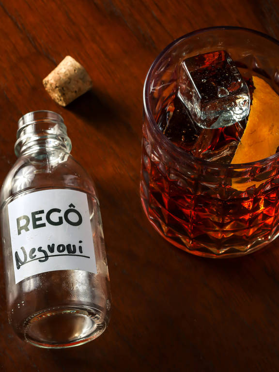 Negroni engarrafado do do Regô Bar