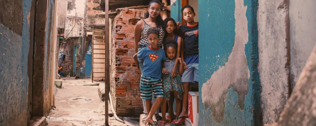 À espera de auxílio do governo contra coronavírus, mães solo driblam fome  acordando mais tarde - 07/04/2020 - Cotidiano - Folha