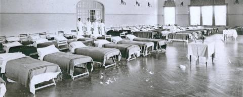A gripe espanhola (causada por um tipo de vírus Influenza A H1N1), que devastou até 5% da população mundial no início do século passado (até 100 milhões de mortes), Enfermaria improvisada no salão de festas do clube Paulistano, em São Paulo   Foto: Unicamp/Divulgação