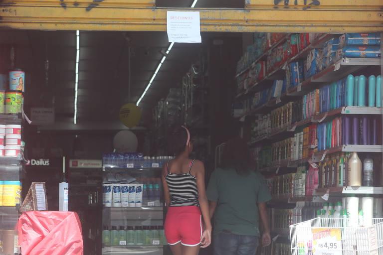 Comércios insistem em ficar abertos em SP
