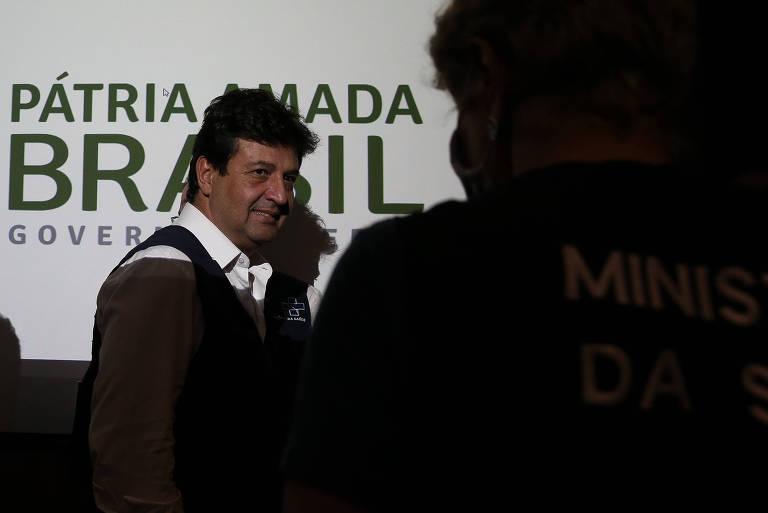 O ministro Luiz Henrique Mandetta após entrevista coletiva no Ministério da Saúde