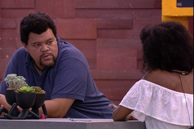 Babu fala sobre ter se aproximado de Flayslane para Thelma