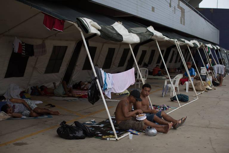 Base emergencial para atendimento a população em situação de rua montada pelo governo do estado do Amazonas, na Arena Amadeu Teixeira, ao lado da Arena da Amazônia