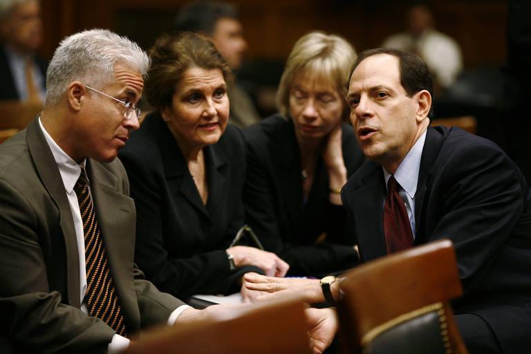 Gleen Fine, à direita, no Congresso, em Washington