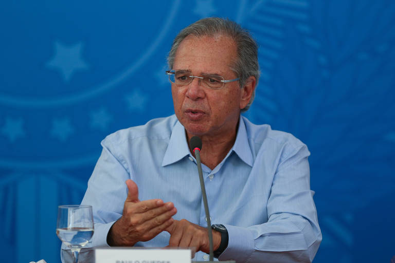 Ministro da Economia, Paulo Guedes; ministro e presidente do Senado, Davi Alcolumbre (DEM-AP), buscam um meio-termo na disputa com a Câmara