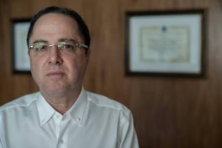 Retrato de Roberto Kalil Filho, cardiologista do Hospital Sírio-Libanês