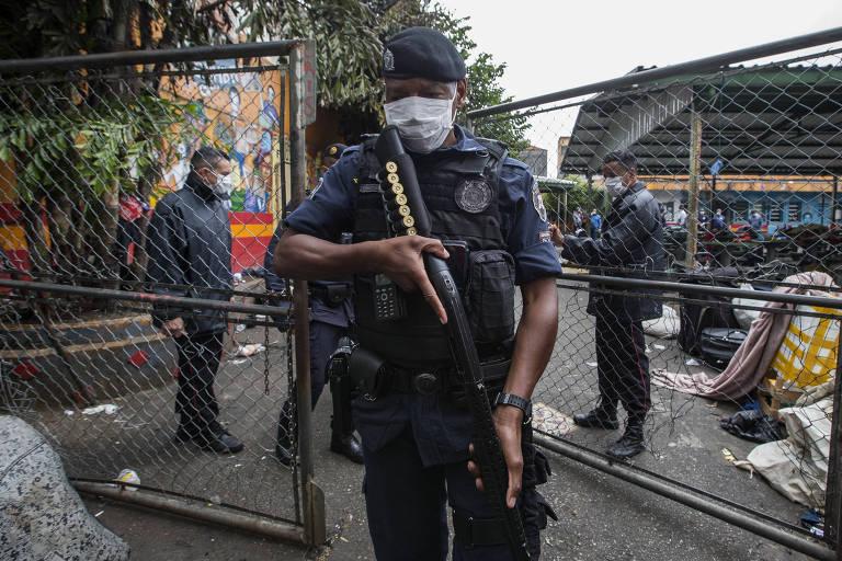 Prefeitura de SP fecha serviço para usuários de drogas e corpo é encontrado na cracolândia