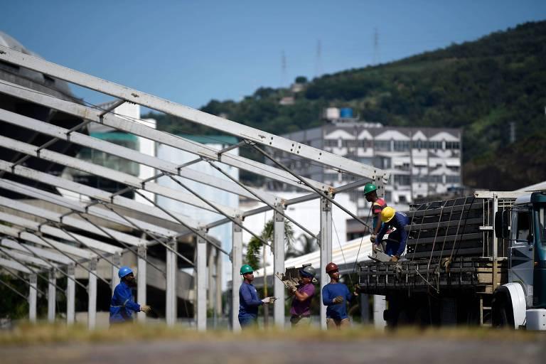 Construção de hospital de campanha no complexo do estádio do Maracanã, no Rio de Janeiro, que será gerido pelo Iabas