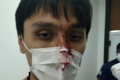 Médico ficou coberto com sangue do paciente e dele mesmo.  Foto: Divulgação / Simepar