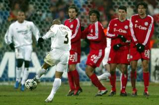 REAL MADRID'S ROBERTO CARLOS EQUALIZES AGAINST BAYERN MUNICH DURING CHAMPIONS LEAGUE KNOCKOUT MATCH IN MUNICH