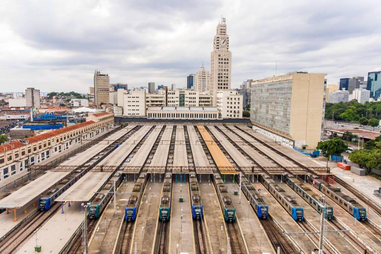 Trens que fazem o transporte no Rio de Janeiro na estação Central do Brasil