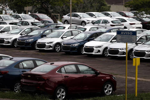 Cars are pictured at the General Motors Co plant, that will give time off to its employees during the coronavirus disease (COVID-19) outbreak, in Sao Jose dos Campos, Brazil March 19, 2020. REUTERS/Roosevelt Cassio ORG XMIT: GGG-SMS208
