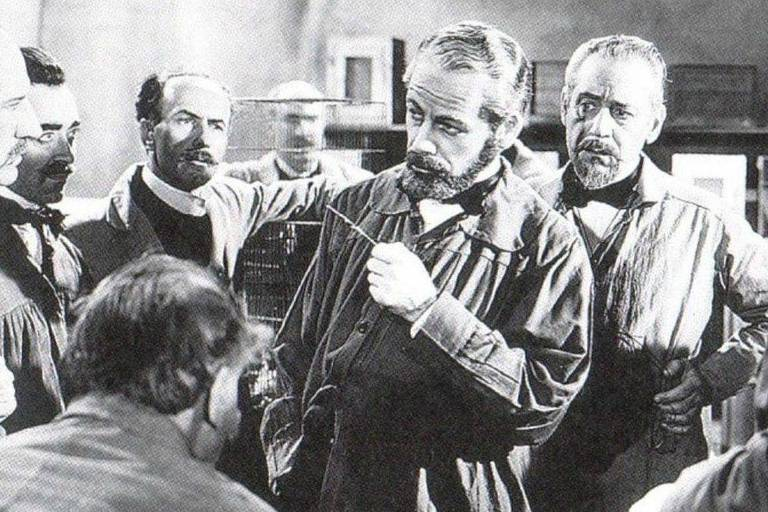 "O ator Paul Muni em cena de ""A História de Louis Pasteur"""