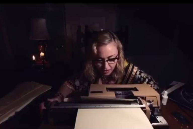 Madonna diz que três amigos seus morreram nas últimas 24 horas em vídeo noir