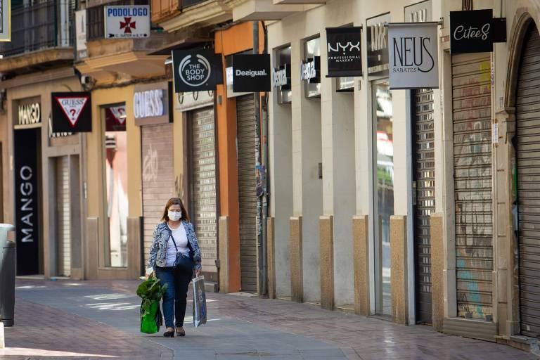 Espanha permite reabertura de fábricas e retomada de construção
