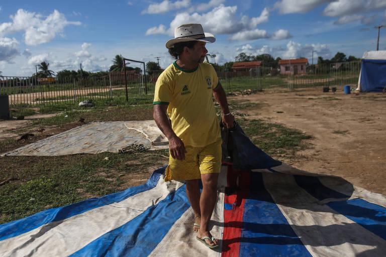 Josemar Rodrigues dos Santos, 42 anos, dono do Circo Imperial do Brasil, em Inhambupe (BA)