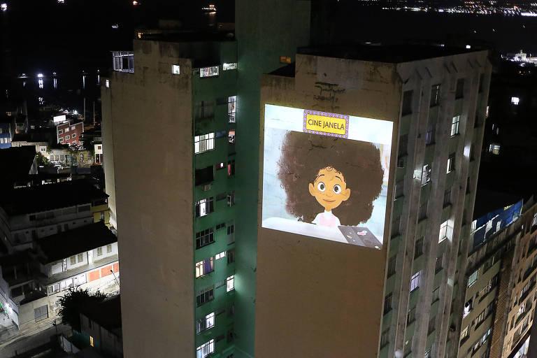 Projeção de filmes em prédio em Salvador