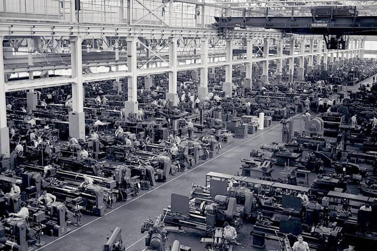 Produção de B-24s na fábrica de Henry Ford de Willow Run, Michigan, durante a Segunda Guerra Mundial