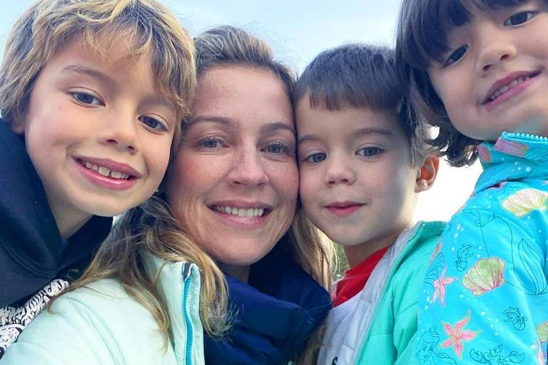 Luana Piovani com os filhos Dom, Bem e Liz (gêmeos)