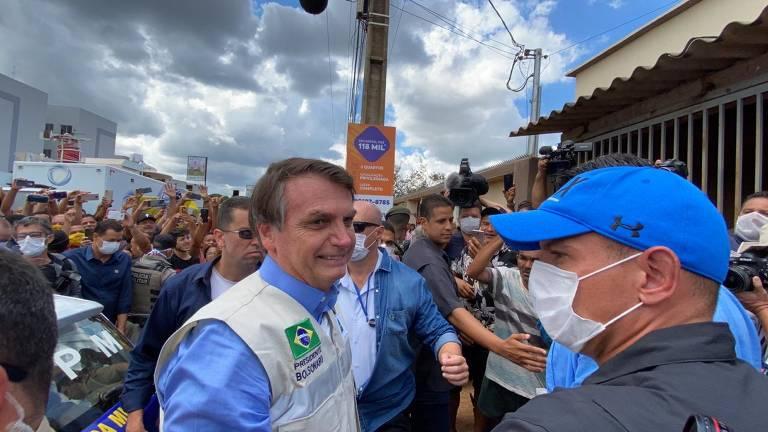 Bolsonaro provoca aglomeração em obra de hospital em Goiás